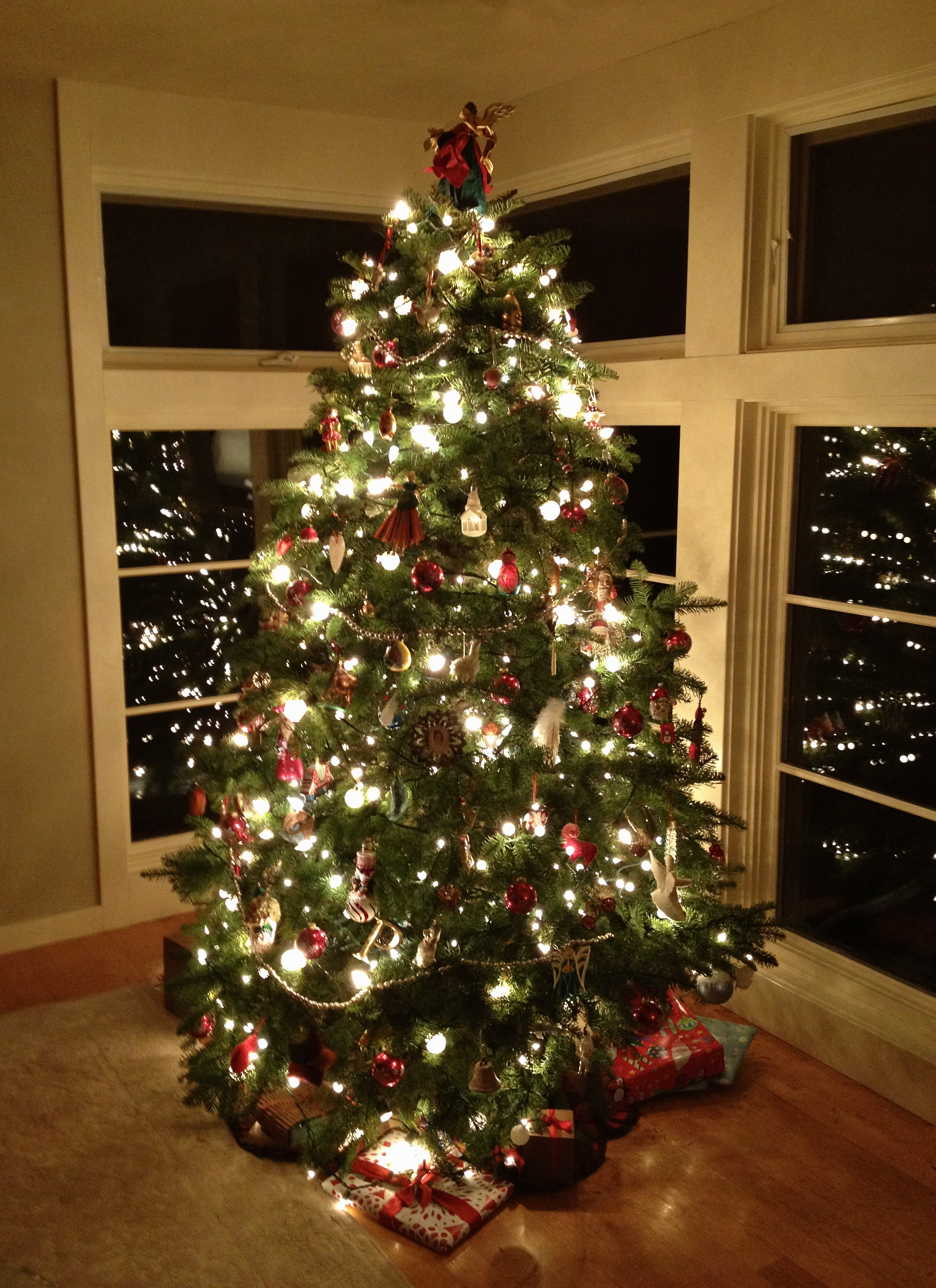 Last minute holiday decorating ideas for Christmas tree lights decorating ideas
